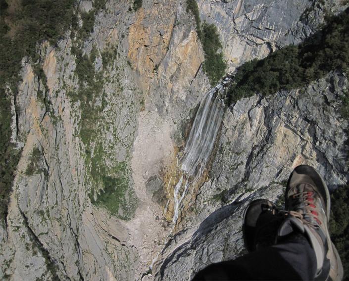 Paragliding above Boka waterfall, Photo: Urban Herzog